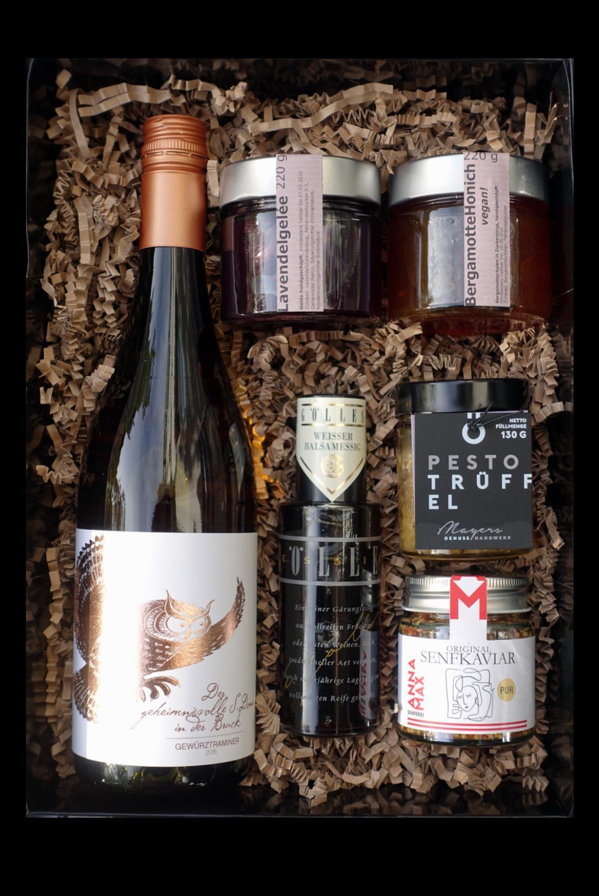 """Herzstück Genussbox mit Gewürztraminer """"Die Eule"""" 2016, Weissem Balsamessig, Senfkaviar pur, Trüffelpesto, Lavendelgelée, Bergamotte Honich"""